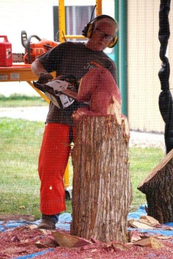 Chainsaw carver Steve Spurgeon